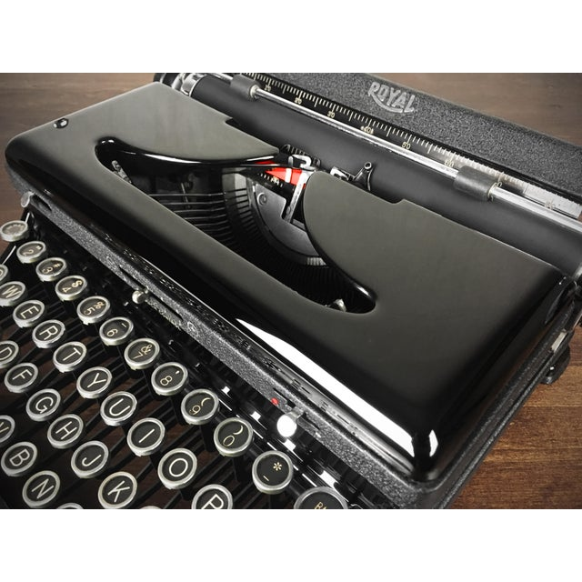 Offering a stunning refurbished 1930s Royal Model O (Model A) portable typewriter. The typewriter has deep glossy paint...