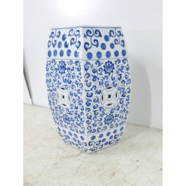 Late 20th Century Chinese Blue & White Porcelain Garden Seat For Sale - Image 5 of 5