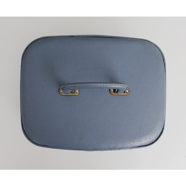 Vintage Blue Hardshell Train Case Suitcase Luggage Makeup Cosmetic Travel Case For Sale In New York - Image 6 of 13