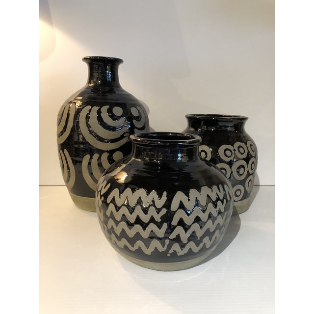 20th Century Moroccan Geometric Ceramic Vases - Set of 3 For Sale In West Palm - Image 6 of 6