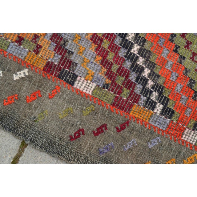 "Vintage Anatolia Turkish Hand Woven Cotton Rug - 5'5"" X 9'2"" For Sale - Image 9 of 10"