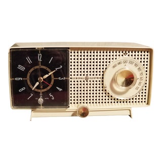 1959 General Electric Model C437a Tube AM Clock Radio