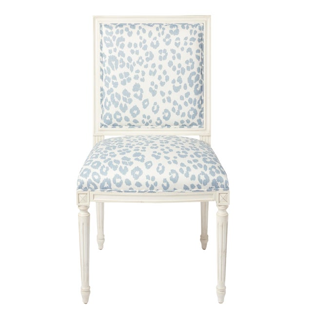 Schumacher Marie Therese Iconic Leopard Blue Hand-Carved Beechwood Side Chair For Sale