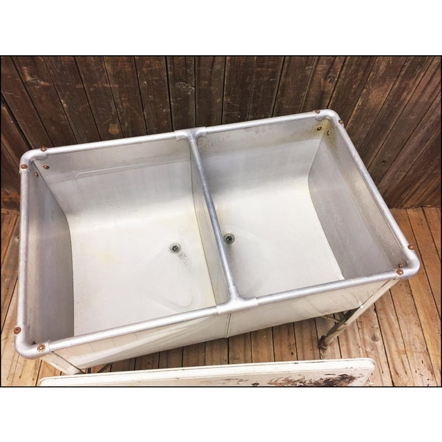 Vintage White Double Basin Metal Wash Tub with Stand - Image 5 of 11
