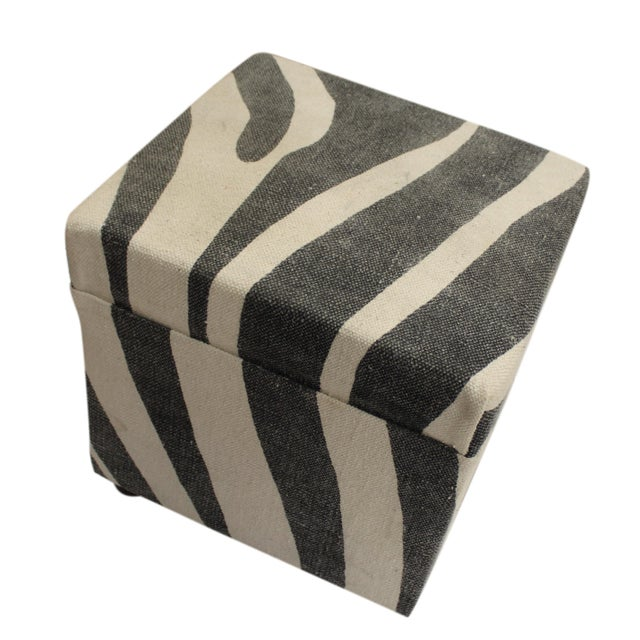 Contemporary Arya Jerrod Ivory & Gray Kilim Upholstered Handmade Ottoman For Sale - Image 3 of 5