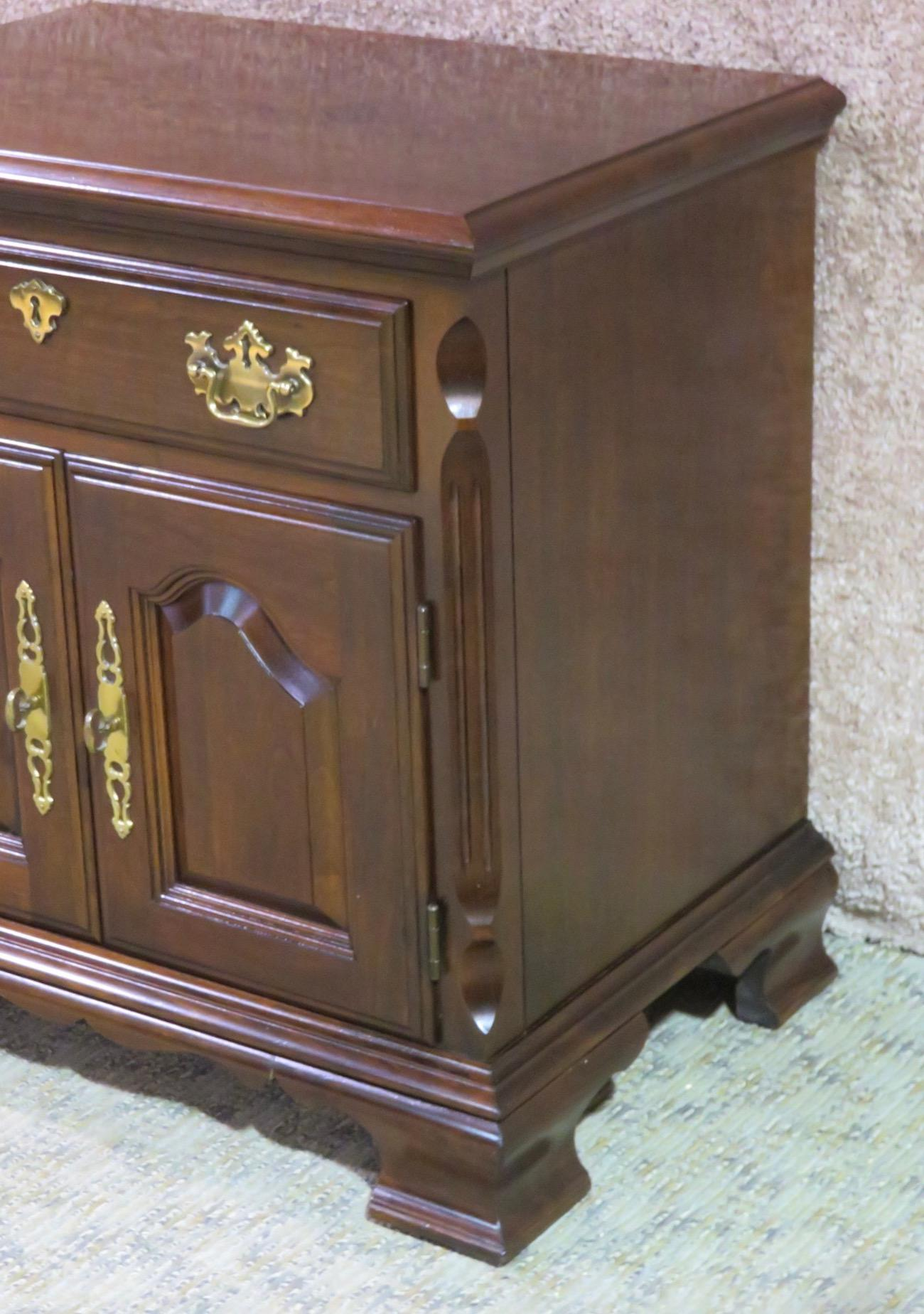 Awesome Pair Of Night Stands By Pennsylvania House. They Have A Traditional Style.  Made Of