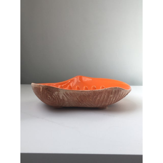 Make a bold midcentury modern statement with this large bright orange ashtray, style USA 7002. Unique atomic / leaf /...