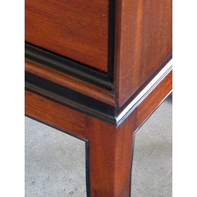 An extremely good quality Tommi Parzinger designed for Charak Modern mid-century mahogany 4-drawer cabinet/chest with ebonized highlights For Sale In San Francisco - Image 6 of 7