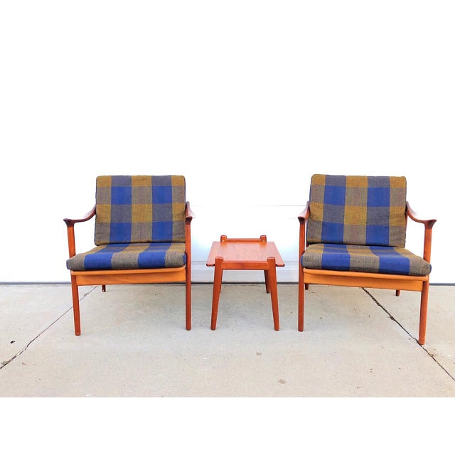These twin chairs are located in Southern California, where they have happily lived with the original owner for 50+ years....
