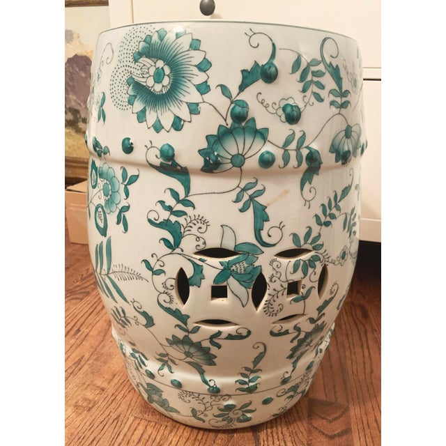 Chinese Green and White Porcelain Barrel-Form Garden Stool For Sale - Image 4 of 13