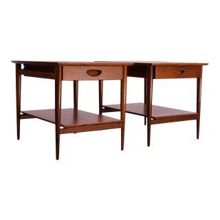 Pair of Heritage Henredon Single Drawer Walnut Side Tables For Sale