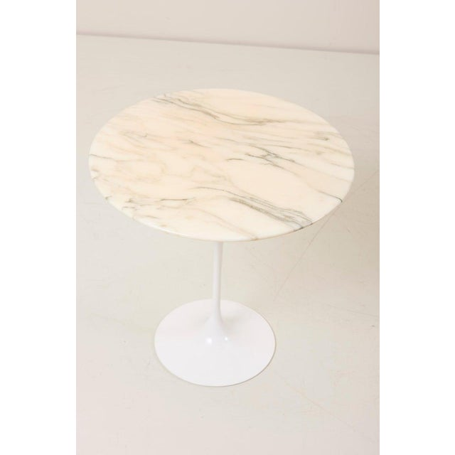 White Tulip Side Table With White Marble Top by Eero Saarinen for Knoll International For Sale - Image 8 of 9