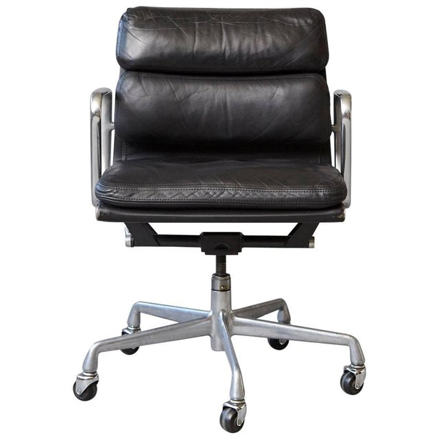 Eames Aluminum Group Black Leather Soft Pad Chair on Casters for Herman Miller For Sale - Image 11 of 11