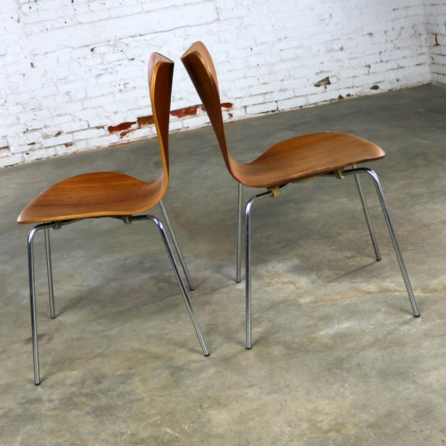 Series 7 Chairs by Arne Jacobsen for Fritz Hansen Vintage MCM Molded Teak a Pair For Sale - Image 12 of 13