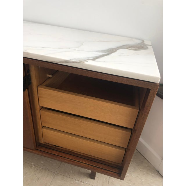 1967 Mid-Century Modern Florence Knoll Designed Calcutta Gold Marble Top Credenza For Sale - Image 10 of 13