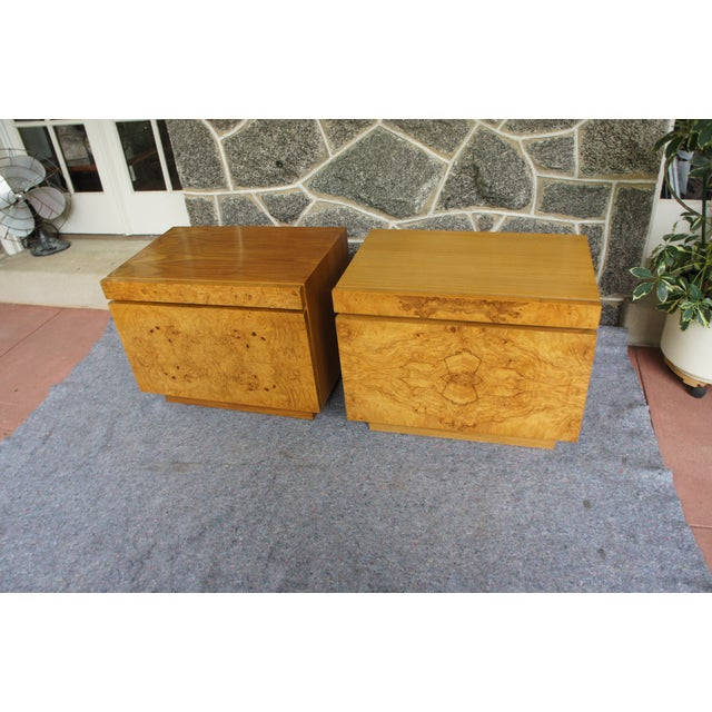 Milo Baughman 1970s Mid-Century Modern Milo Baughman for Lane Altavista Bookmatched Burl Olivewood Nightstands - a Pair For Sale - Image 4 of 13