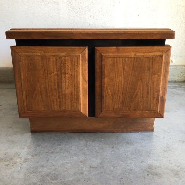 1950s 1950s Mid Century Modern Walnut Dillingham Night Stand For Sale - Image 5 of 5