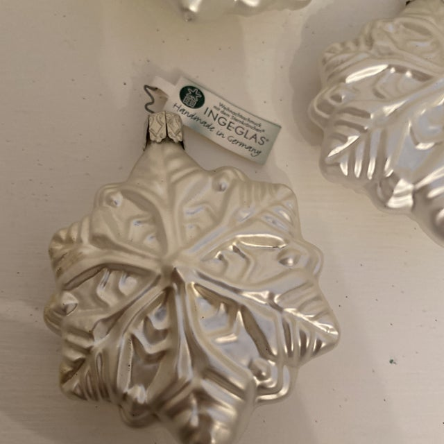 Traditional Inge Glass Snowflake Ornaments - Set of 6 For Sale - Image 3 of 13