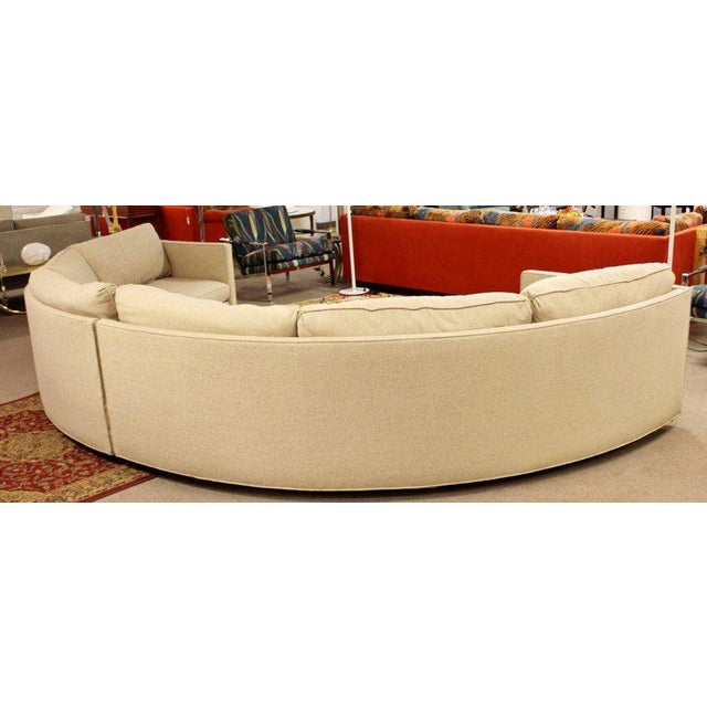 Milo Baughman Mid-Century Modern Milo Baughman Beige Curved 2-Piece Sectional Sofa, 1970s For Sale - Image 4 of 5