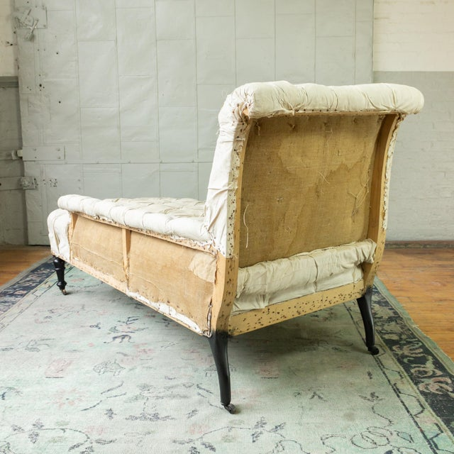 French 19th Century Napoleon III Tufted Chaise Longue With One Long Arm For Sale In New York - Image 6 of 10