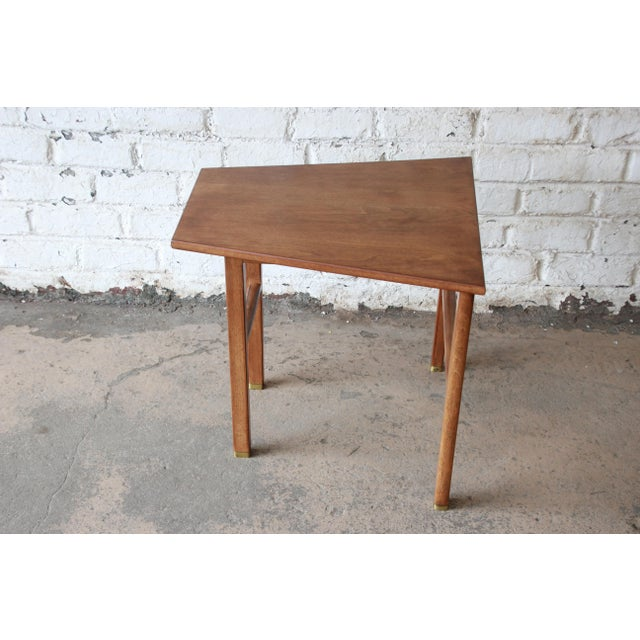 1950s Edward Wormley for Dunbar Walnut Cantilever Wedge End Table, 1950s For Sale - Image 5 of 13