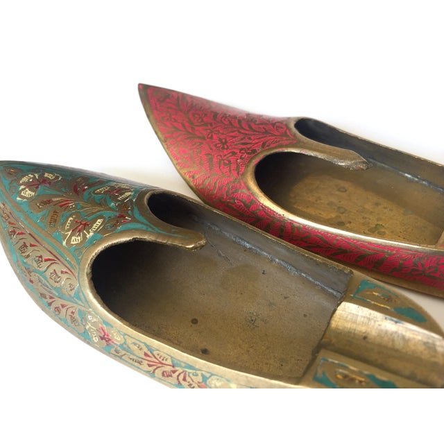 Mid 20th Century Vintage Mid Century India Cast Brass Incised Enamel Shoes Incense Burner Ashtrays - Set of 2 For Sale - Image 5 of 13