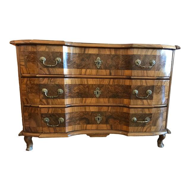 18th Century Italian Burl Walnut Chest of Drawers For Sale