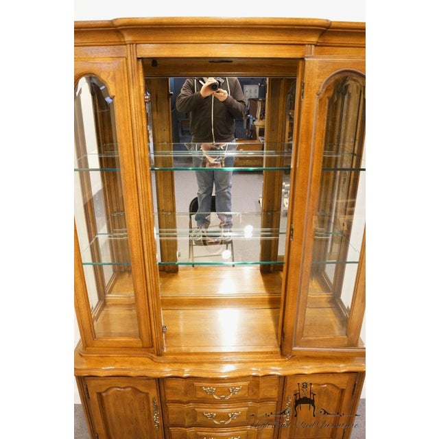 """Late 20th Century Thomasville Furniture Tableau Collection French Provincial 50"""" China Cabinet For Sale - Image 5 of 12"""