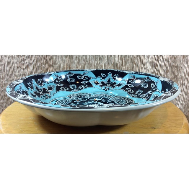 English Traditional 1971 Vintage Daher Decorated Ware Serving Tin Bowl For Sale - Image 3 of 6