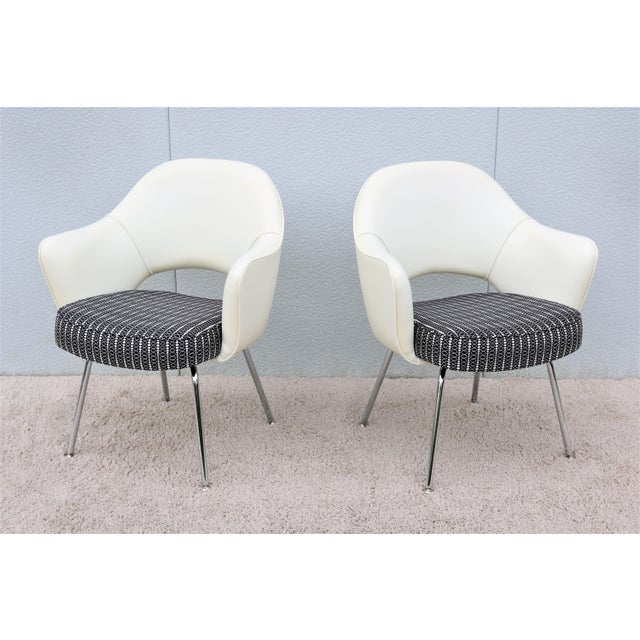 Stunning Authentic Mid century modern pair of Saarinen Executive arm chairs by Knoll. One of Knoll most popular designs...