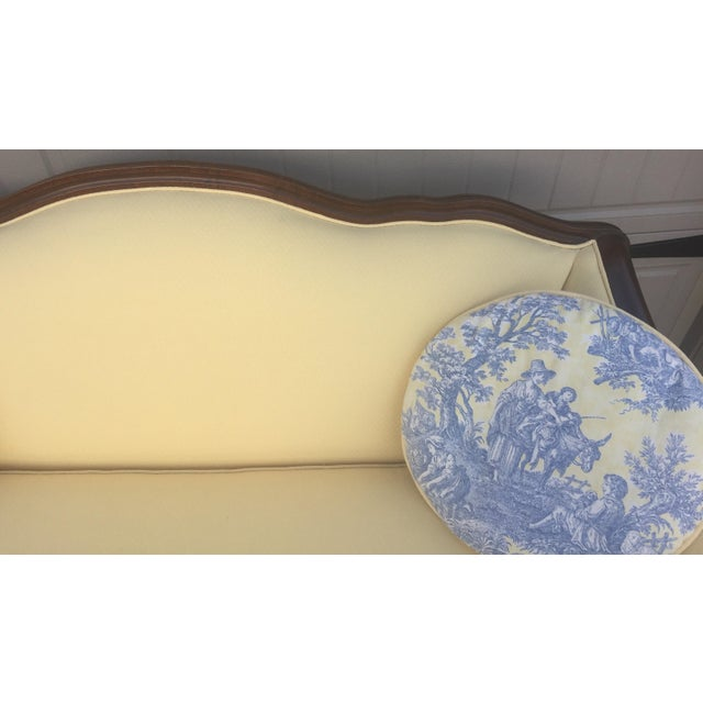 Bernhardt Vintage Bernhardt French Louis XV Style Settee For Sale - Image 4 of 11