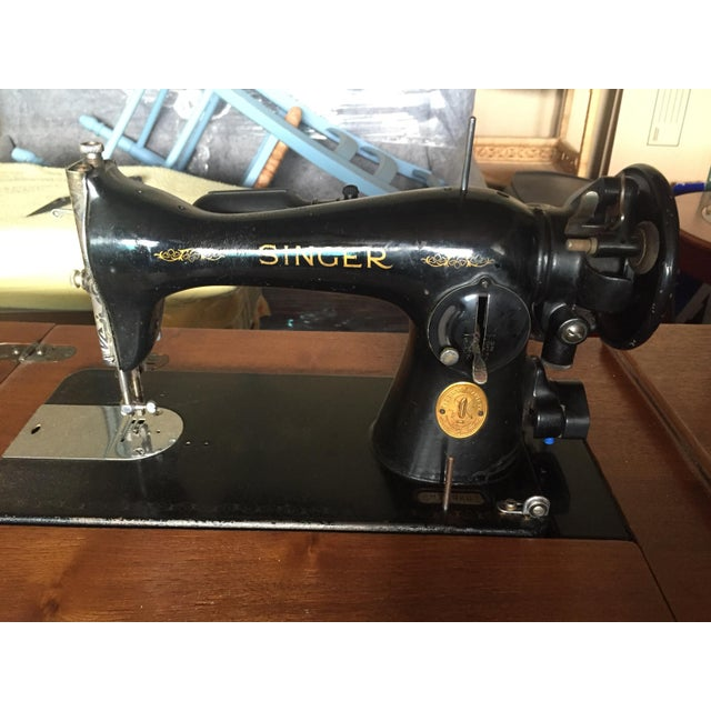 Mid-Century Modern Vintage Singer Sewing Machine, 1947 For Sale - Image 3 of 4