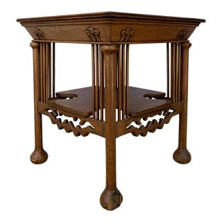 Vintage Traditional Oak Wood Side Table For Sale