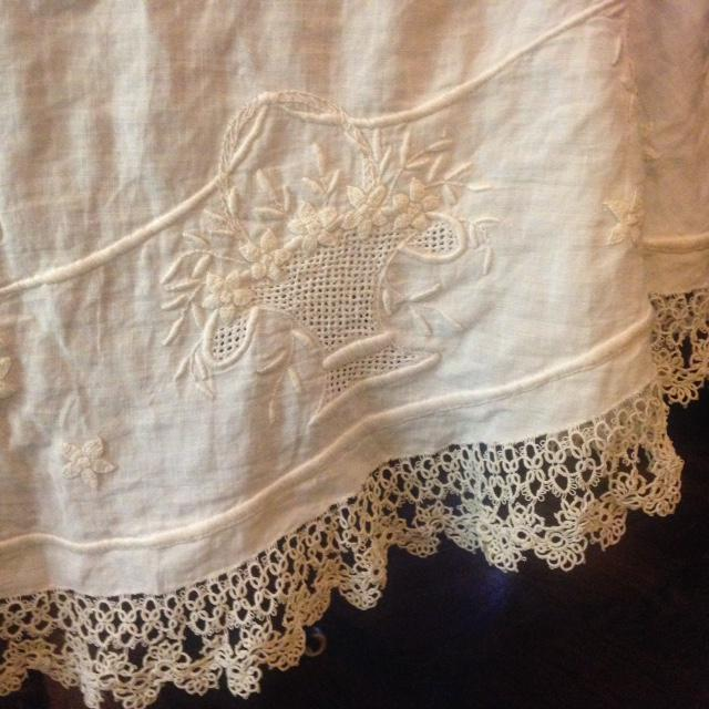 Vintage Embroidered and Crochet Round Tablecloth - Image 6 of 10