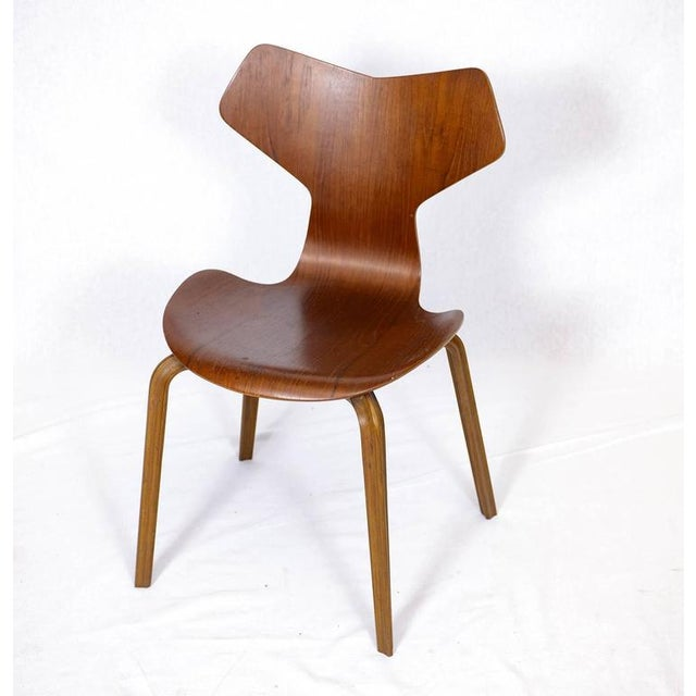 "Arne Jacobsen Set of Four Arne Jacobsen ""Grand Prix"" Chairs For Sale - Image 4 of 10"
