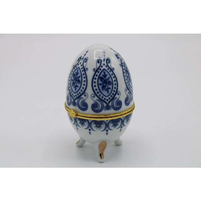 Floral Blue and White Porcelain Ovoid Ring Box For Sale - Image 10 of 13