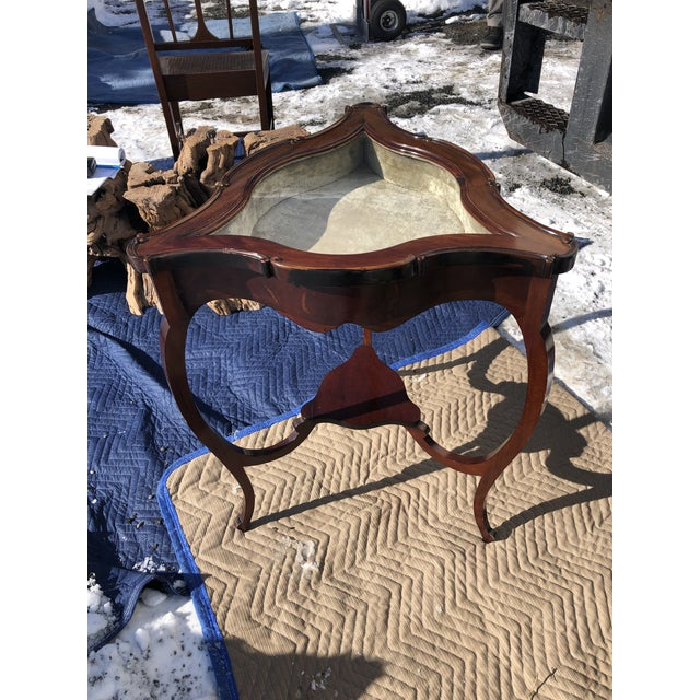 1940s Mahogany and Glass Triangular Display Table Vitrine For Sale - Image 5 of 13