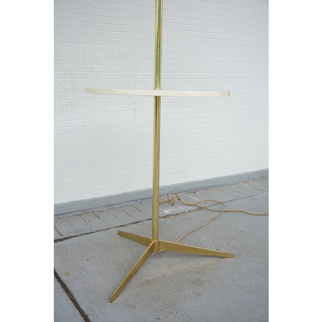Gold Vintage Mid-Century Paul McCobb Style Brass Floor Lamp Table For Sale - Image 8 of 11