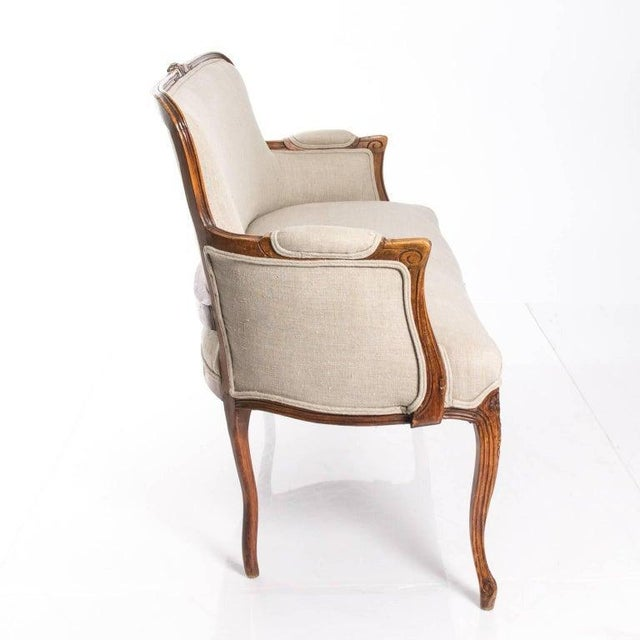 Wood Antique Louis XV Style Walnut Settee in Ivory Linen For Sale - Image 7 of 10