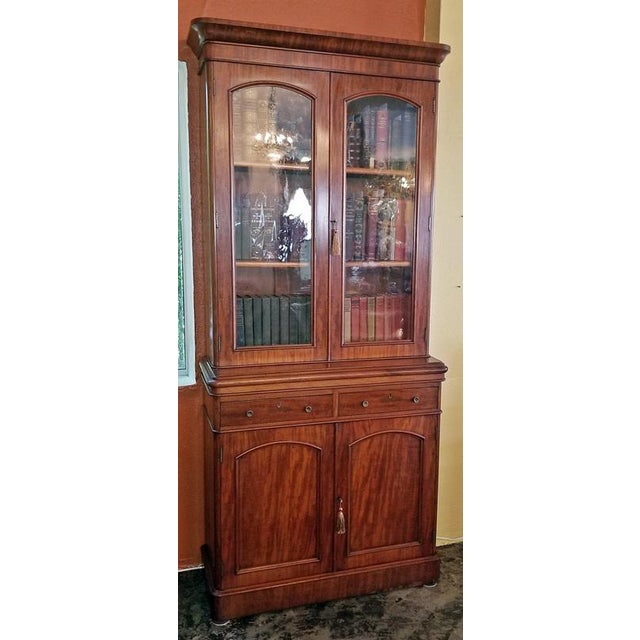 Traditional 19th Century British William IV Mahogany Bookcase of Neat Proportions For Sale - Image 3 of 10
