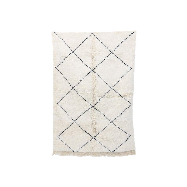 """Contemporary Beni Ourain Vintage Moroccan Rug - 5'0"""" X 8'4"""" For Sale"""
