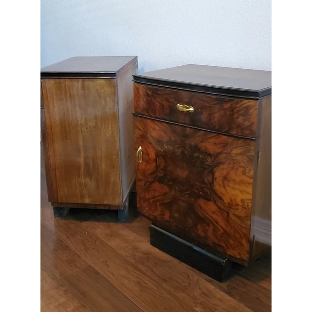 1930s Italian Art Deco Highly Figured & Burled Walnut Bedside Cabinet - a Pair For Sale - Image 9 of 12