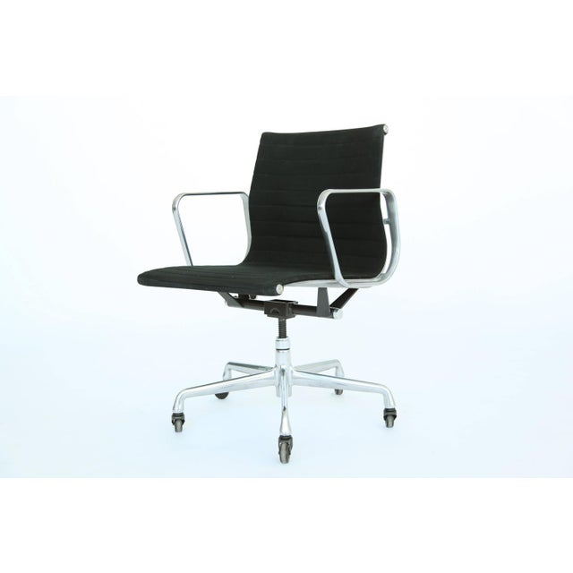 Herman Miller Eames Aluminum Group Desk and Conference Chair For Sale - Image 4 of 10