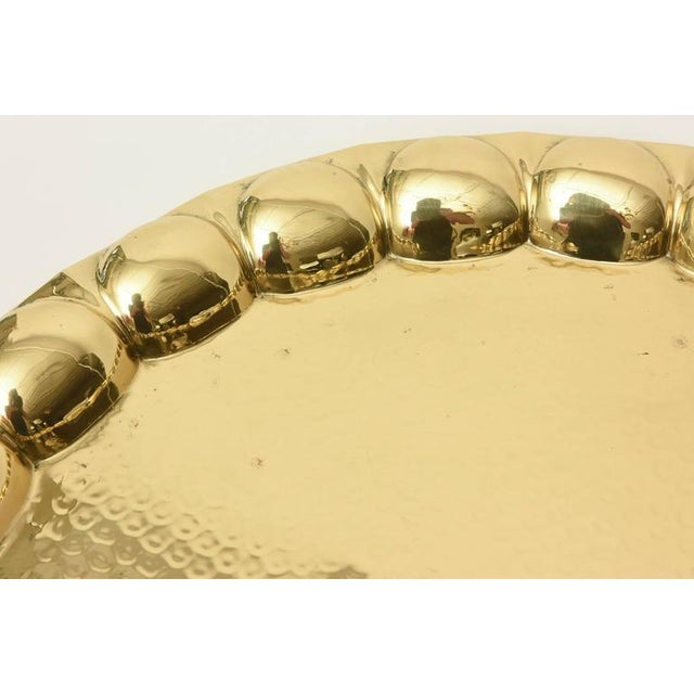 Hand-Hammered Circular Polished Brass Monumental Serving/Barware Tray For Sale In Miami - Image 6 of 10