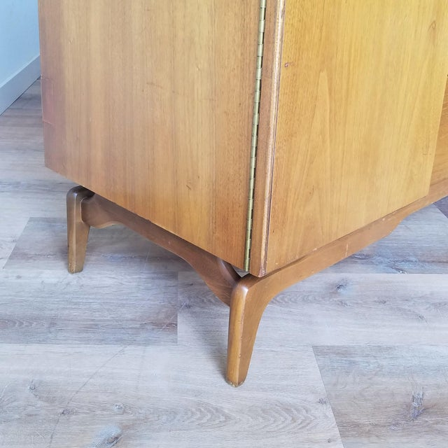 Brown Mid-Century Modern Oak Credenza For Sale - Image 8 of 13