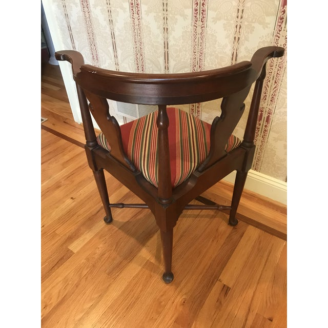 American Classical Vintage Mahogany Corner Chair 1776 For Sale - Image 3 of 9