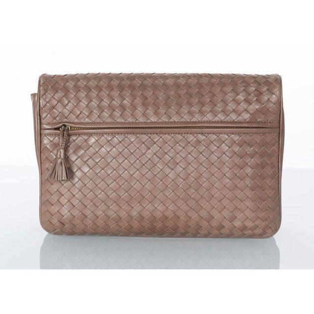 Vintage Bottega Veneta Intrecciato Leather Tassel Clutch Bag For Sale - Image 4 of 9
