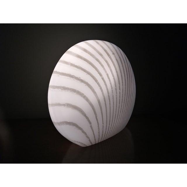 Mid-Century Modern 1960's Italian Murano Vetri White and Gray Swirl Shell Table Lamp For Sale - Image 3 of 10