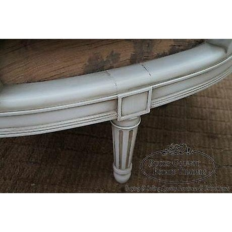 Quality French Louis XVI Style Painted Chaise Lounge For Sale - Image 4 of 13