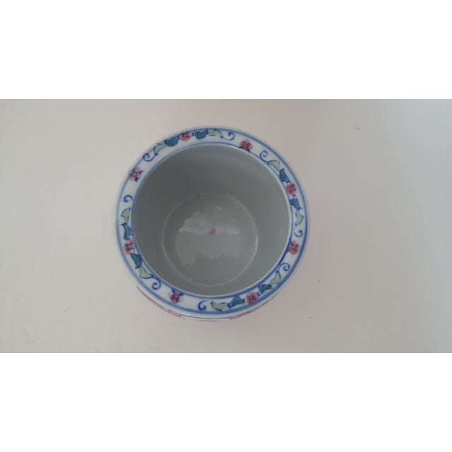 Vintage Chinoiserie Floral Porcelain Cachepot For Sale - Image 4 of 7